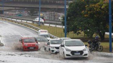 Chuva segue em Salvador neste sábado e deve continuar no domingo