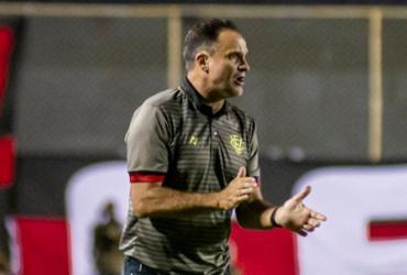 """Lopes critica forma física de Samuel e prega """"paciência"""" contra Brasil-RS"""