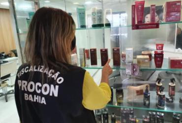 Salões de beleza são atuados durante operação do Procon em Salvador
